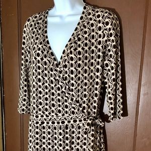 Bisou Bisou wrap around dress size 8 light comfy